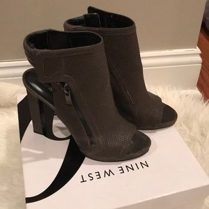 NINE WEST grey peep toe booties